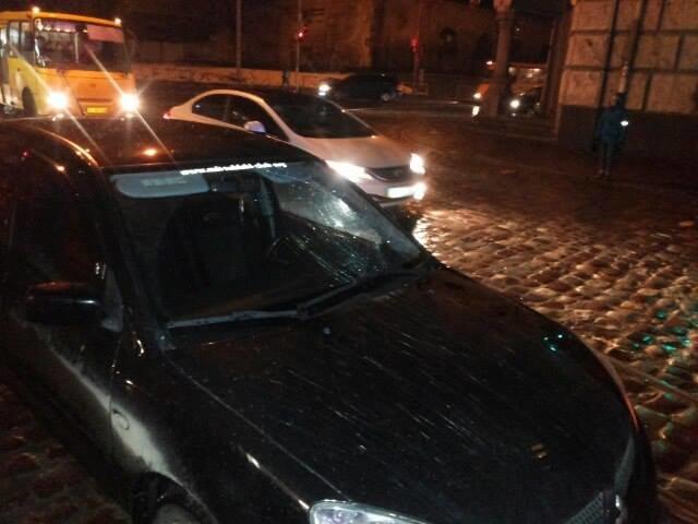У Львові під колеса автівки потрапив пішохід, який перебігав дорогу на червоне світло (ФОТО), фото-1