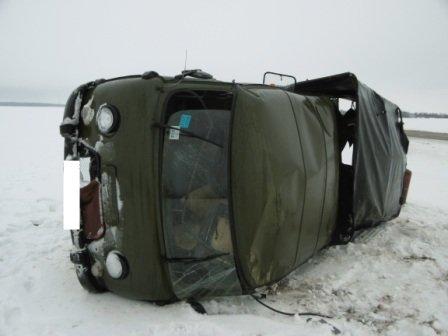 В Волковысском районе УАЗ не смог заехать на горку и