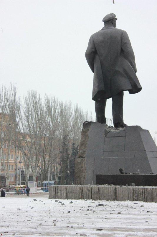 В центре Донецка украинские партизаны взорвали памятник Ленину (ФОТО) (фото) - фото 2