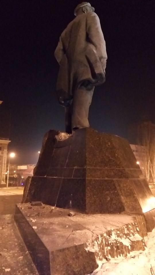 В центре Донецка украинские партизаны взорвали памятник Ленину, фото-1