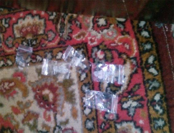 Під час обшуку помешкання кіровоградця було знайдено наркотики та зброю. ФОТО (фото) - фото 1