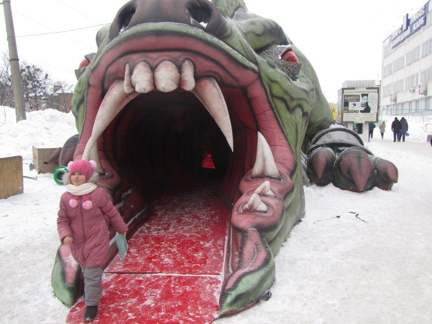 В Полтаве появился огромный дракон (ФОТОФАКТ) (фото) - фото 1