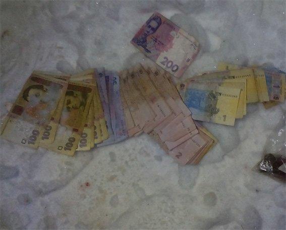 На Кіровоградщині затримали чоловіка, який намагався втекти з викраденими з каси грошима. ФОТО (фото) - фото 1