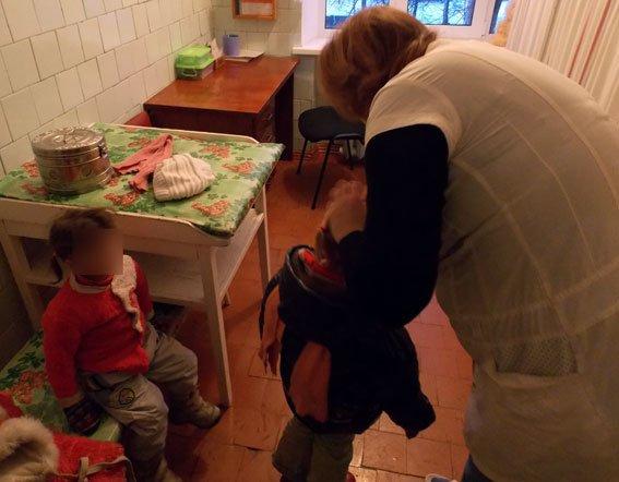 В Полтавской области 26-летняя женщина скрывалась от правоохранителей, чтобы у нее не забрали детей (фото) - фото 4