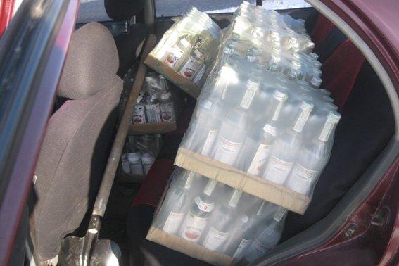 Жителей Кировоградской области поймали на незаконной перевозке спиртного (ФОТО) (фото) - фото 1