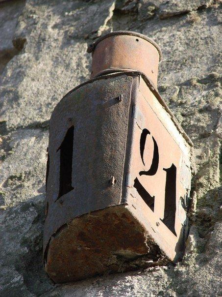 """80470676ffe4f1c79581cbbf06eb0bd9 """"Приветы"""" из прошлого: на одесских улицах сохранились старинные указатели домов"""
