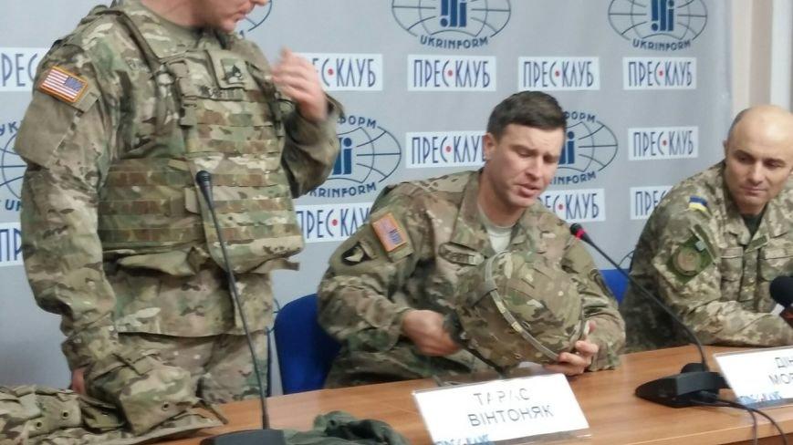 Американці у Львові продемонстрували, яким має бути екіпірування українських військових (ФОТО) (фото) - фото 1