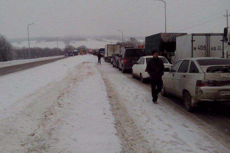 Под Белгородом произошло массовое столкновение машин (фото) - фото 3
