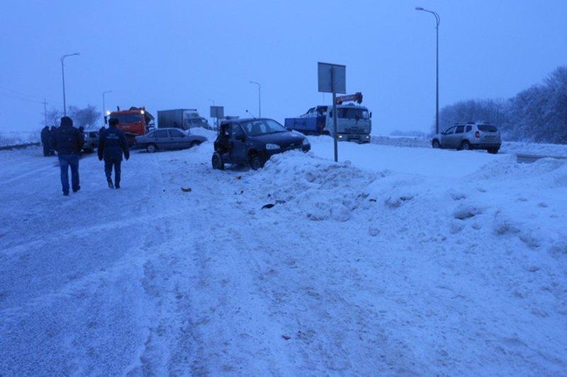 Под Белгородом произошло массовое столкновение машин (фото) - фото 2