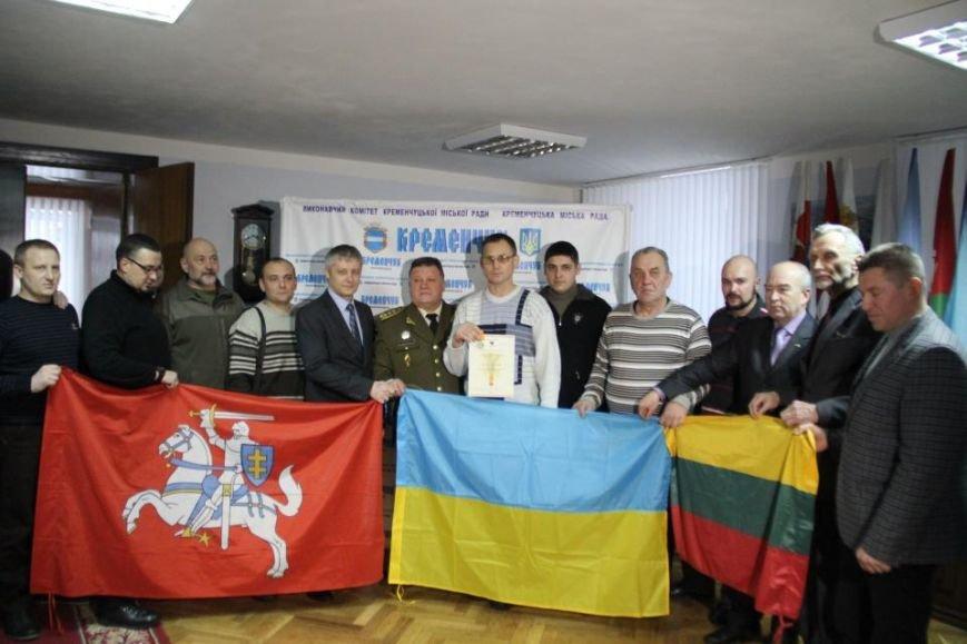 Литовские делегаты вручили Кременчугскому волонтёру медаль за патриотизм (ФОТО) (фото) - фото 1