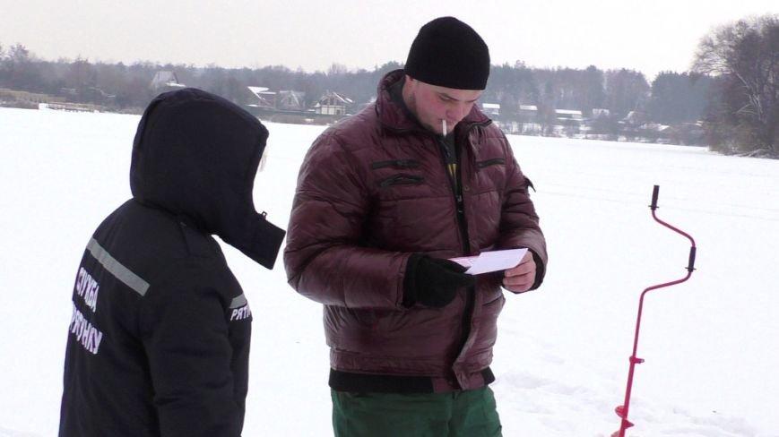 Беспечных любителей зимней рыбалки в Чернигове предупредили о риске (фото) - фото 1