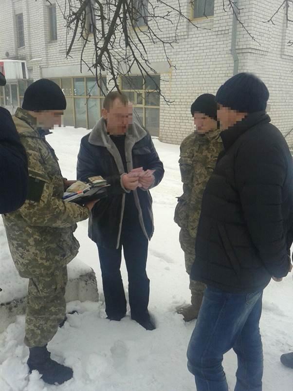За взятку задержаны два черниговских военных (фото) - фото 1