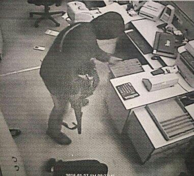На офис Сбербанка в Ростове могли напасть налетчики, ранее ограбившие букмекеров, фото-2