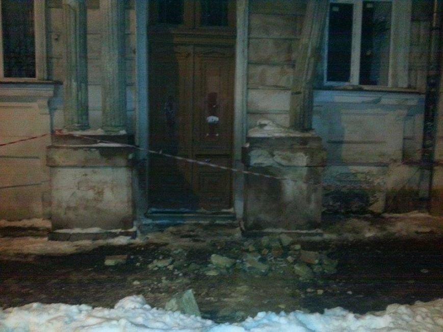 В центре Одессы обрушился фасад школы (ФОТО) (фото) - фото 1