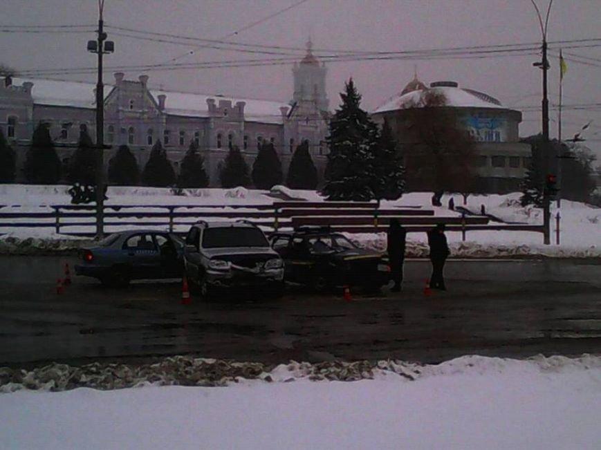 На перекрестке в центре Сум произошло ДТП с участием авто ГСО (ФОТО). ОБНОВЛЕНО (фото) - фото 2