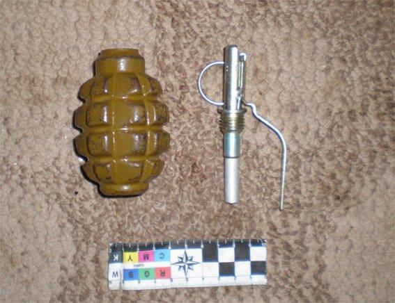У будинку кіровоградця працівники поліції виявили гранату (фото) - фото 1