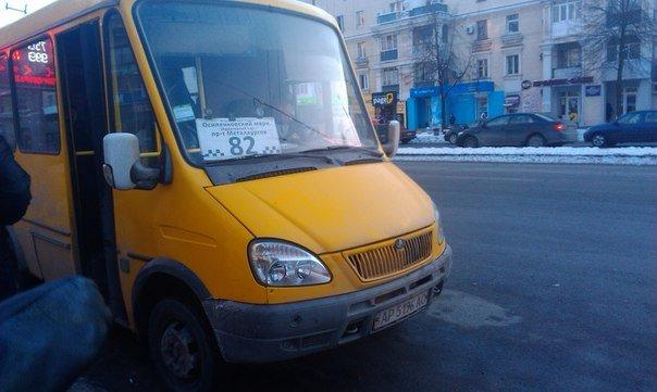 В Запорожье водитель выталкивал военного из маршрутки, - ВИДЕО (фото) - фото 1