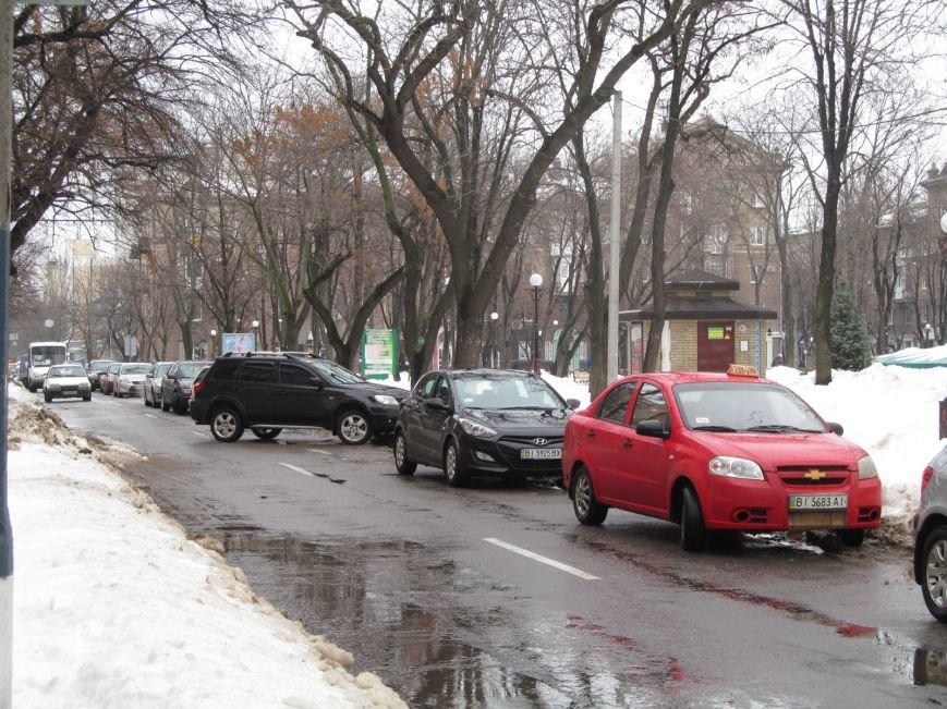 В Кременчуге водители бросают свои автомобили посреди улиц, блокируя движение общественного транспорта (ФОТО), фото-4