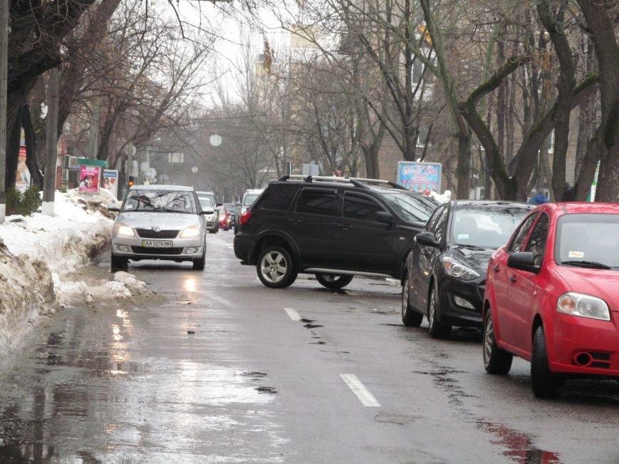 В Кременчуге водители бросают свои автомобили посреди улиц, блокируя движение общественного транспорта (ФОТО), фото-3