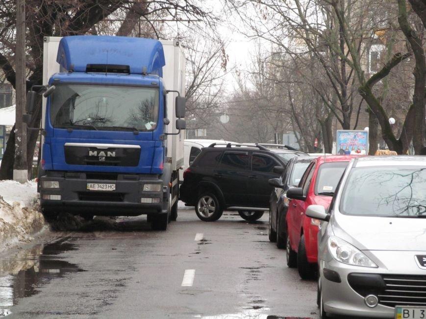 В Кременчуге водители бросают свои автомобили посреди улиц, блокируя движение общественного транспорта (ФОТО), фото-2