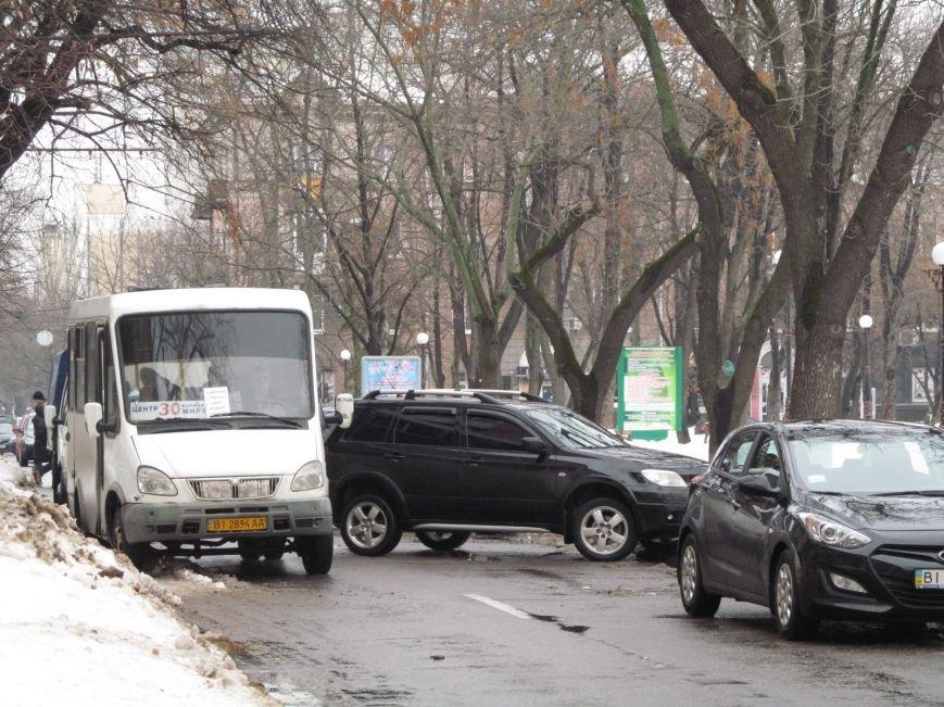 В Кременчуге водители бросают свои автомобили посреди улиц, блокируя движение общественного транспорта (ФОТО), фото-5