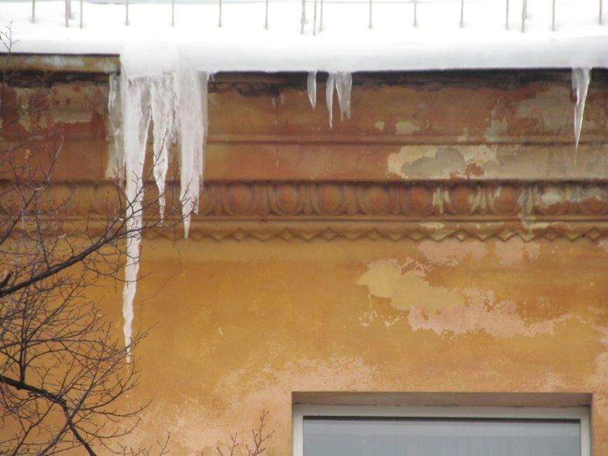 """Осторожно! Ледяные """"монстры"""" готовы обрушиться с крыш домов на головы своих жертв (ФОТО), фото-7"""