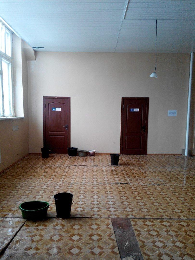 Фотофакт: в новом корпусе Полоцкого университета течет крыша (фото) - фото 2