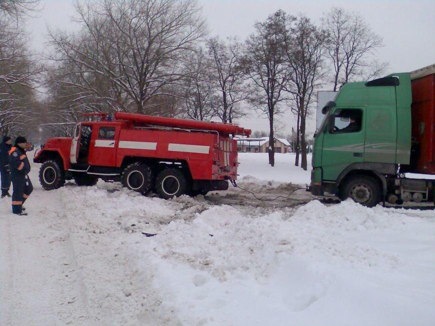 Кіровоградська область: наслідки негоди все ще змушують водіїв транспортних засобів шукати допомоги у рятувальників (ФОТО), фото-2