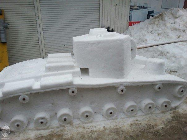0216c78de0b5660dc26b370ccc036bf9 В Одессе из снега вылепили сфинкса и настоящий танк