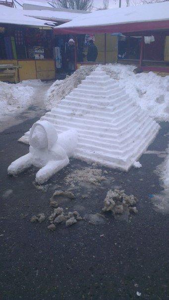362be9381c516f7ae61e8718a7322888 В Одессе из снега вылепили сфинкса и настоящий танк