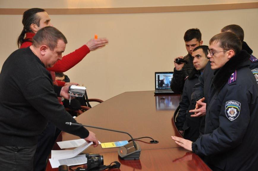 В Краматорске «общегородское собрание» разогнали газовой атакой (ВИДЕО), фото-3