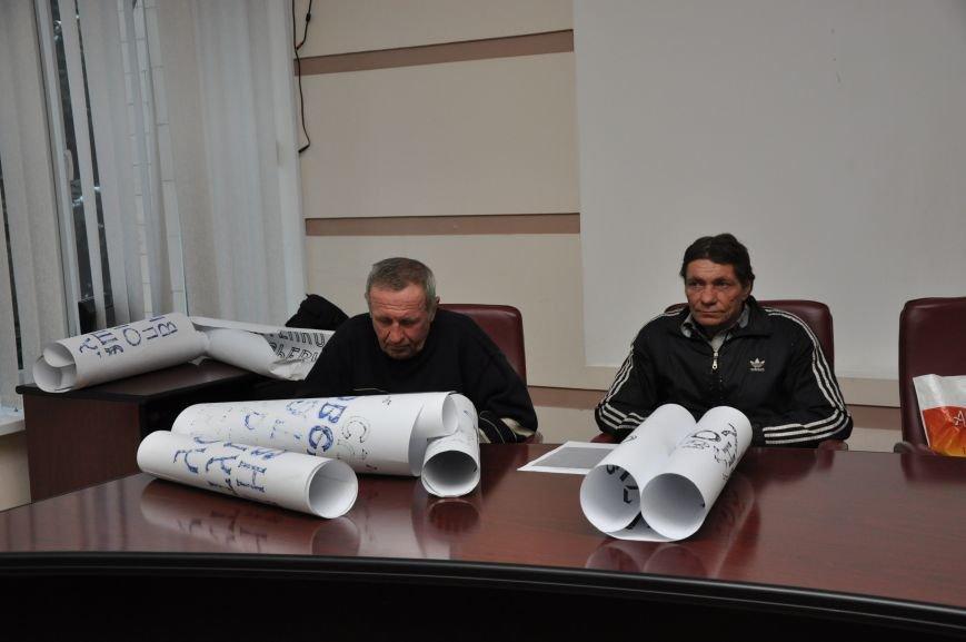 В Краматорске «общегородское собрание» разогнали газовой атакой (ВИДЕО), фото-1