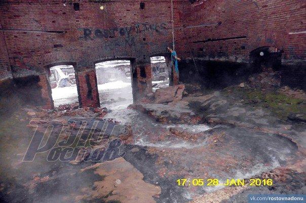 На Парамоновских складах снесли дамбу и почти осушили бассейн (фото) - фото 2