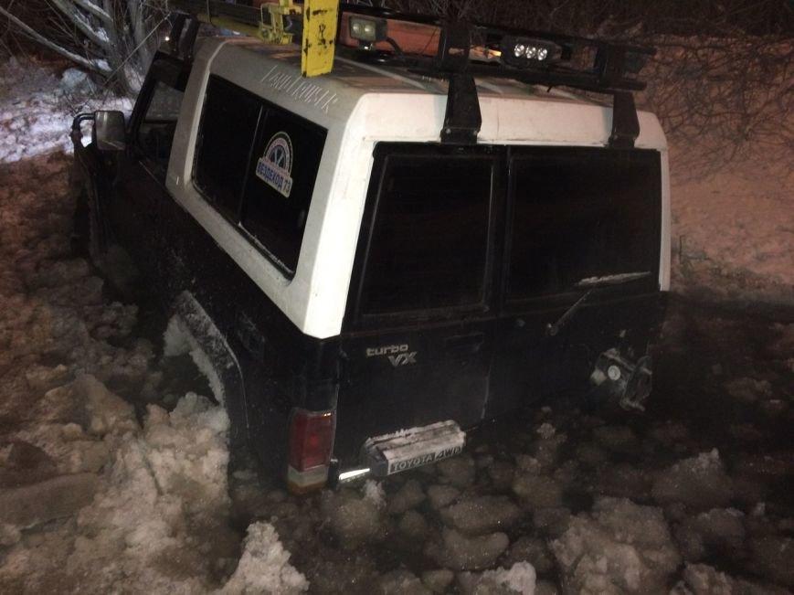 В Ульяновске под лед провалились автомобили (фото) - фото 1