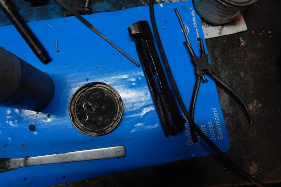 Полтавчанин гараж превратил в арсенал оружия (фото) - фото 3