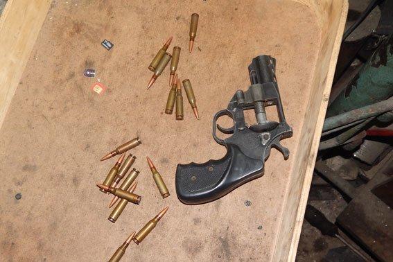 Полтавчанин гараж превратил в арсенал оружия (фото) - фото 2