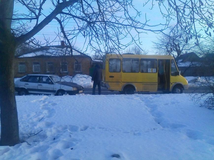 ДТП в Кировограде: легковушка врезалась в маршрутку. ФОТО (фото) - фото 1