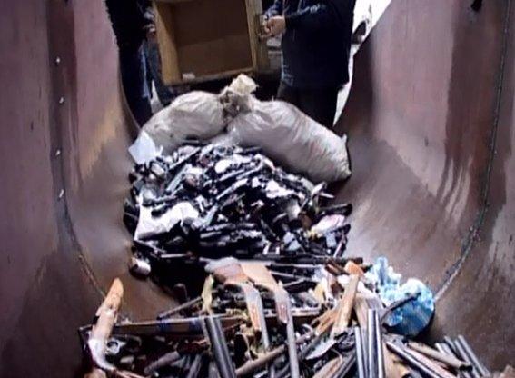 Днепропетровская полиция переплавила более 800 кг огнестрельного и холодного оружия (ФОТО) (фото) - фото 1