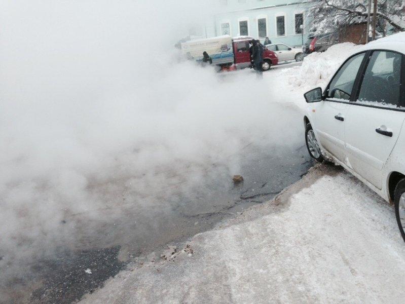 В Ульяновске четыре автомобиля провалились под асфальт. ФОТО, фото-1