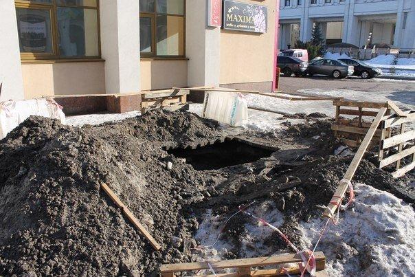 В середмісті Черкас провалюються тротуари (ФОТО) (фото) - фото 1