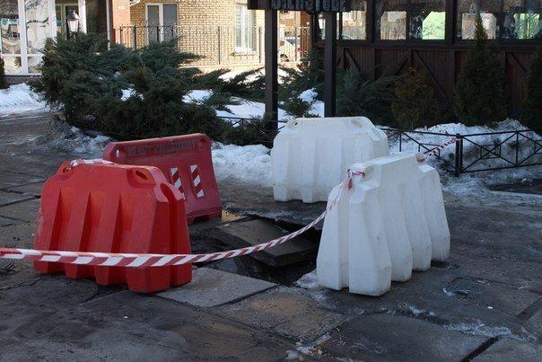 В середмісті Черкас провалюються тротуари (ФОТО) (фото) - фото 2