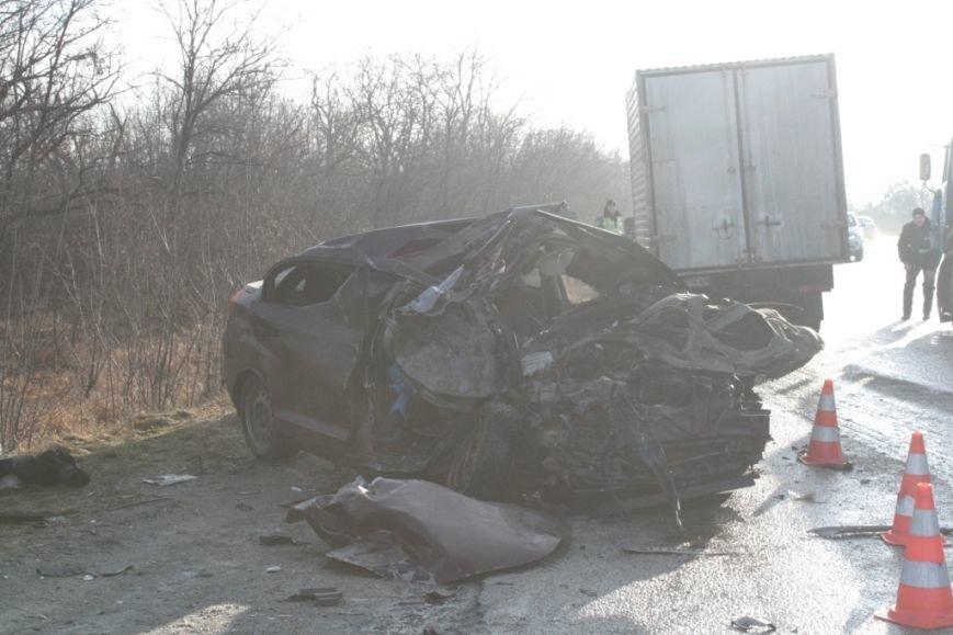 Опубликованы фото и подробности жуткой аварии на запорожской трассе (фото) - фото 1