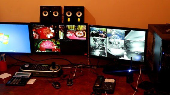 Из  подпольного казино в центре Кривого Рога сотрудники УЗЭ изъяли оборудования почти на миллион (ФОТО) (фото) - фото 1