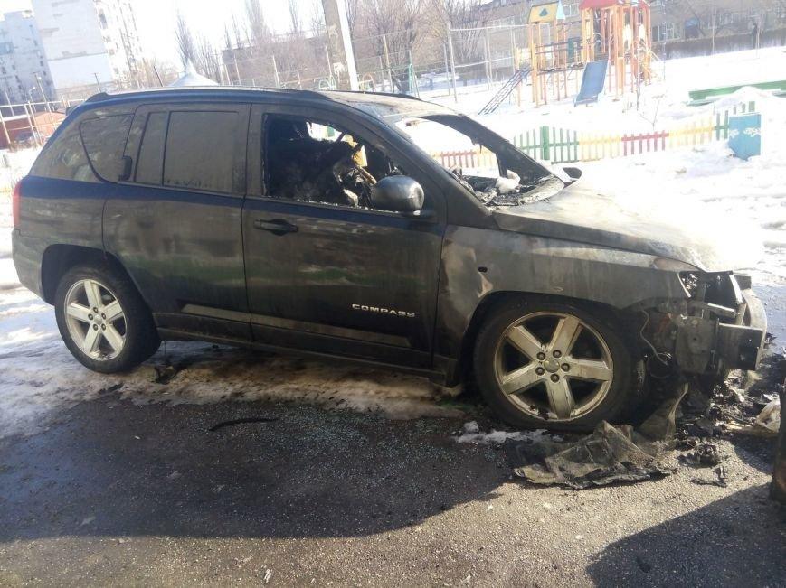 За ночь в Кривом Роге сгорело 3 автомобиля: Mercedes, Mazda и Jeep Compass (ФОТО) (фото) - фото 1