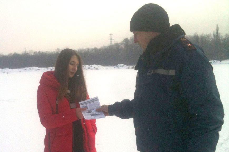 Криворожским рыбакам-любителям напомнили об опасности прогулок на льду при плюсовой температуре (ФОТО) (фото) - фото 1