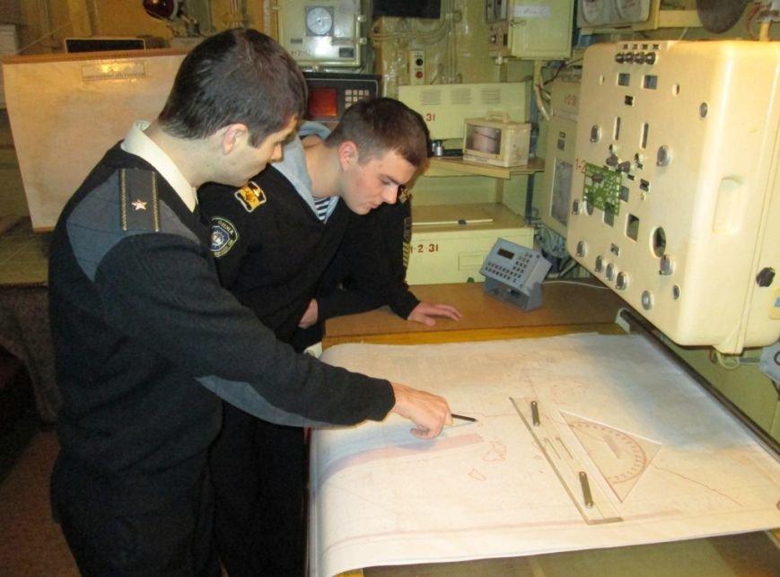 7c092fc19130f139baece3f73dc631c5 Военные моряки-курсанты в Одессе проходят практику
