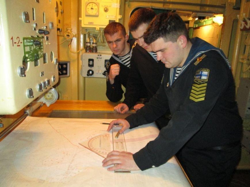 c99771bc506128b46c7b0d1ec91a8e22 Военные моряки-курсанты в Одессе проходят практику