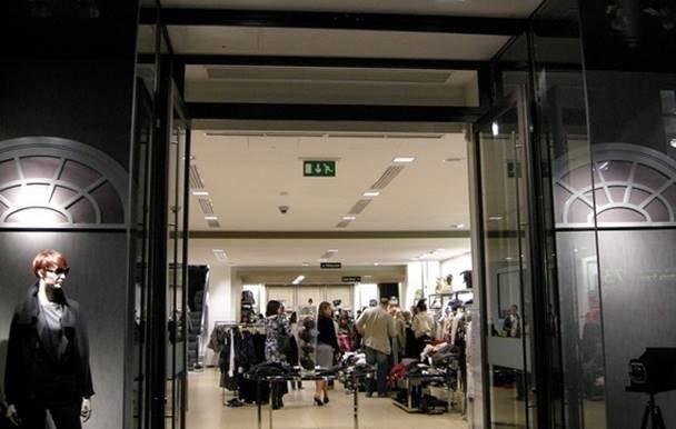 В киевском магазине вор пытался вскрыть себе вены (ФОТО, ВИДЕО) (фото) - фото 1