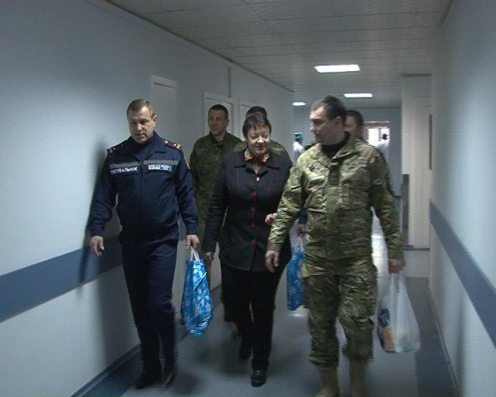 Днепропетровские спасатели посетили в больнице и поблагодарили бойца «Днепр-1», который спас пиротехников (ФОТО) (фото) - фото 2