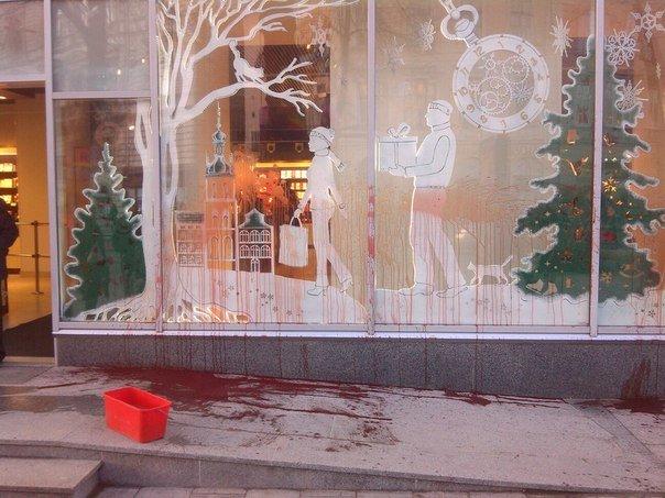 """Магазин """"Roshen"""" у центрі Львова облили червоною фарбою (ФОТО), фото-2"""